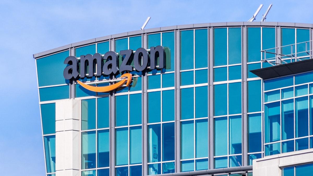 亚马逊将返回办公室的时间推迟到2022年
